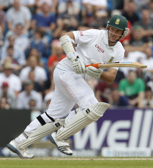 Graeme Smith survived an lbw review early on, England v South Africa, 2nd Investec Test, Headingley, 4th day, August 5, 2012