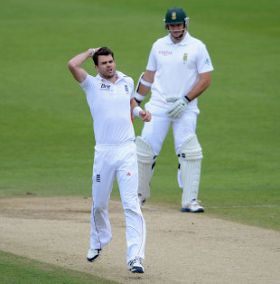 James Anderson shows his frustation, England v South Africa, 2nd Investec Test, Headingley, 5th day, August 6, 2012