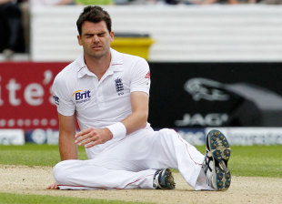 James Anderson is frustated, England v South Africa, 2nd Investec Test, Headingley, 2nd day, August 3, 2012
