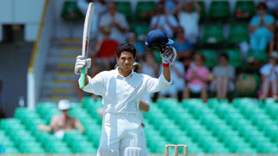 Sachin Tendulkar celebrates his hundred