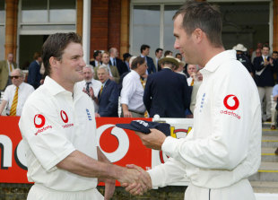 Debutant Andrew Strauss gets his Test cap from Michael Vaughan, England v New Zealand, 1st Test, Lord's 1st day, May 20, 2004