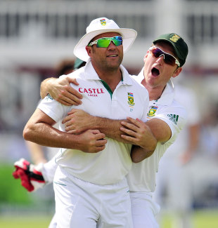 Graeme Smith embraces Jacques Kallis after his sharp catch, England v South Africa, 3rd Investec Test, Lord's, 2nd day, August 17, 2012