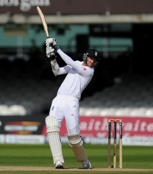 Stuart Broad produced a lively innings of 37 from 42 balls, England v South Africa, 3rd Investec Test, Lord's, 5th day, August 20, 2012