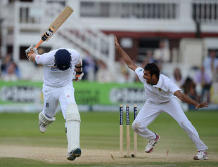Imran Tahir throws down the stumps to run out Graeme Swann, England v South Africa, 3rd Investec Test, Lord's, 5th day, August 20, 2012