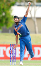 Harmeet Singh bowls, India v Pakistan, quarter-final, ICC Under-19 World Cup 2012, Townsville, August 20, 2012