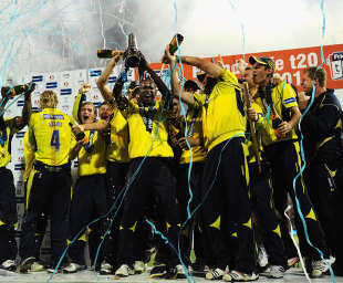 Hampshire celebrate their Friends Life t20 title, Yorkshire v Hampshire, Friends Life t20 final, August 25, 2012