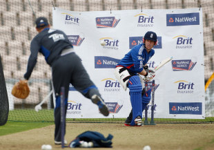 Eoin Morgan receives throwdowns in the nets, West End, August 27, 2012