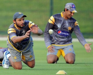 Shahid Afridi takes a catch at a practice session, Abu Dhabi, August 30, 2012