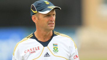 South Africa coach Gary Kirsten leads catching drills