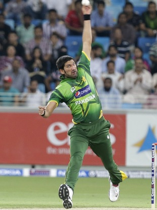 Sohail Tanvir in his delivery stride, Pakistan v Australia, 1st T20I, Dubai, September 5, 2012