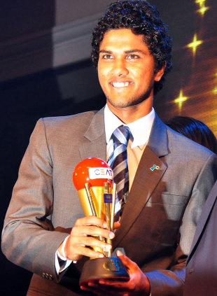 Dinesh Chandimal with the Emerging Player of the Year award, Colombo, September 5, 2012