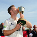 Jim Troughton kisses the trophy after Warwickshire's Championship win