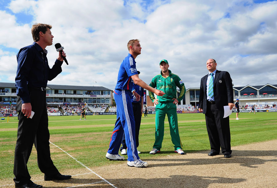 Stuart Broad tosses the coin