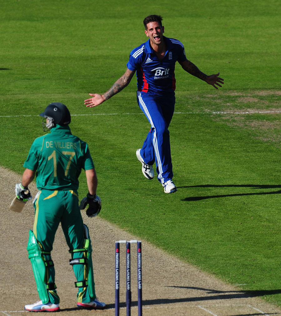 Jade Dernbach had AB de Villiers caught behind