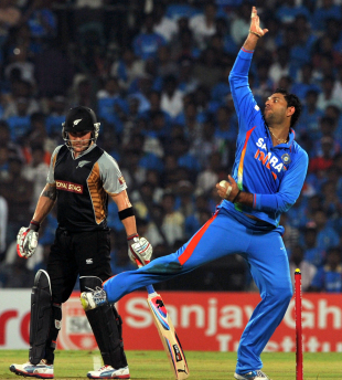 Yuvraj Singh bowls, India v New Zealand, 2nd T20I, Chennai, September 11, 2012