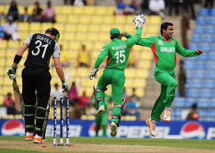 Abdur Razzak celebrates dismissing Martin Guptill, Bangladesh v New Zealand, World Twenty20 2012, Group D, Pallekele, September 21, 2012