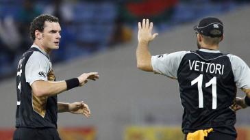 Kyle Mills celebrates a wicket with Daniel Vettori
