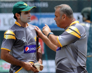 Dav Whatmore has a word with Mohammad Hafeez, Pallekele, September 24, 2012