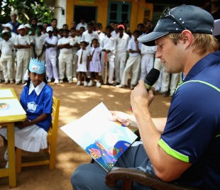 Shane Watson reads to children from a local school,  World T20 2012, Colombo, September 27, 2012