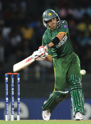 Umar Gul smashed three sixes to bring Pakistan back into the chase