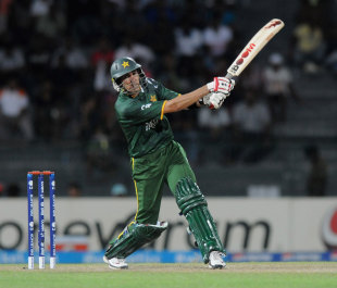 Umar Gul slogged three sixes to bring Pakistan back into the chase, Pakistan v South Africa, World Twenty 20 2012, Super Eights, Colombo, September 28, 2012