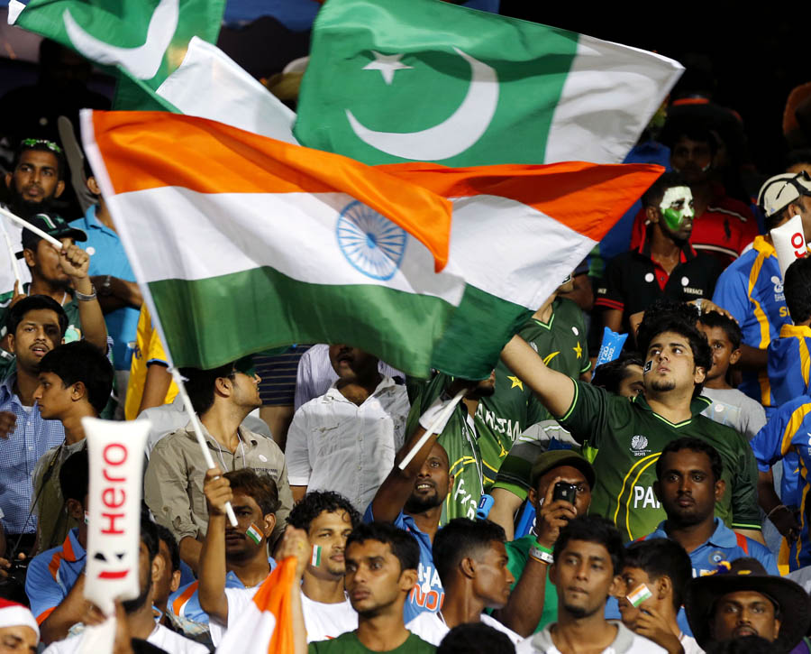 Crowds with the India and Pakistan flags before the India-Pakistan game in Colombo