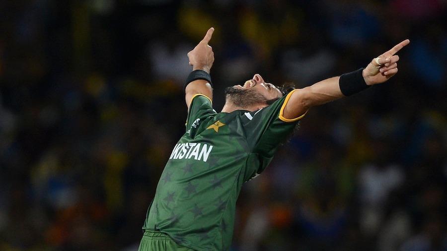 Shahid Afridi celebrates Mahela Jayawardene's wicket