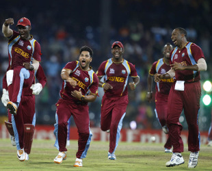 Ravi Rampaul celebrates a wicket with his team-mates, Australia v West Indies, 2nd semi-final, World Twenty20 2012, Colombo, October 5, 2012