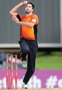 Ben Edmondson runs in to bowl, Titans v Perth Scorchers, Group A, Champions League Twenty20, Centurion, October 13, 2012