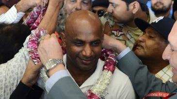 Sanath Jayasuriya is welcomed on his arrival in Karachi