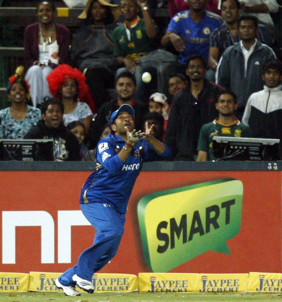 Sachin Tendulkar is poised to take a catch | Photo | Champions League  Twenty20 | ESPNcricinfo.com