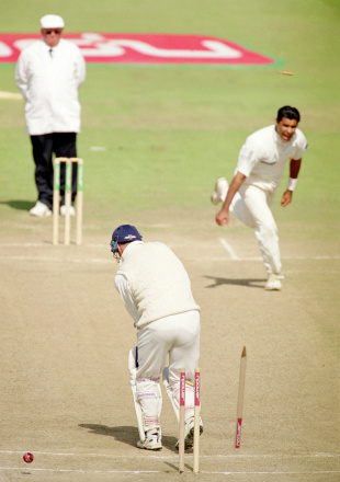 Graham Thorpe is bowled by Waqar Younis for 10, England v Pakistan, 2nd Test, Old Trafford, 5th day, June 4, 2001