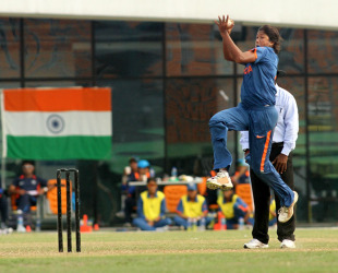 Jhulan Goswami prepares to send down a delivery, India v Pakistan, ACC Women's T20 Asia Cup, Guangzhou, October 28, 2012