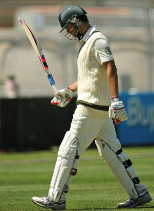 Rob Quiney walks off after being dismissed for 85, Queensland v New South Wales, Sheffield Shield, Brisbane, 1st day, November 2, 2012