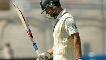 Rob Quiney walks off after being dismissed for 85