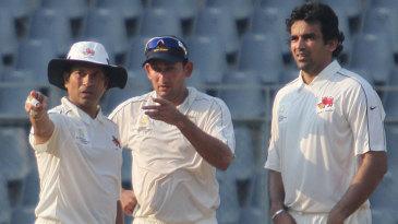 Sachin Tendulkar, Ajit Agarkar and Zaheer Khan have a discussion