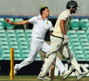 Dale Steyn runs in to bowl, Australia A v South Africans, Sydney, 3rd day, November 4, 2012