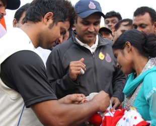 Suresh Raina and Virender Sehwag at a 'Bowl out Polio' event in Ghaziabad, November 4, 2012