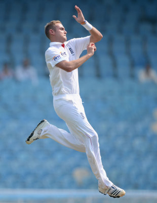 Stuart Broad got through ten overs but suffered a heel problem, Mumbai A v England XI, 2nd day, Mumbai, November 4, 2012