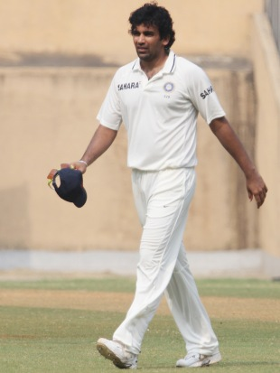 Zaheer Khan walked off the field with slight discomfort, Mumbai v Railways, Group A, Ranji Trophy, Mumbai, 3rd day, November 4, 2012