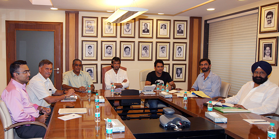 Saba Karim, Roger Binny, Sanjay Jagdale, Sandeep Patil, MS Dhoni, Vikram Rathour and Rajinder Singh Hans in BCCI's selection committee meeting