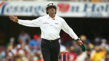 Asad Rauf signals no-ball after consulting with the third umpire