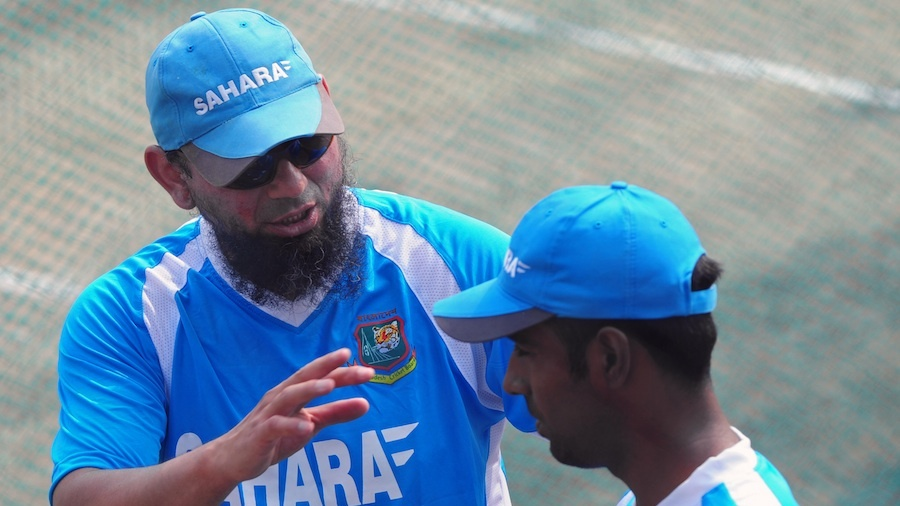 Saqlain Mushtaq speaks to Elias Sunny during a training session