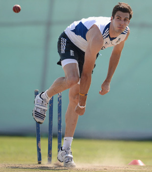 Steven Finn bowls in the nets, Haryana v England XI, Ahmedabad, 4th day, November 11, 2012