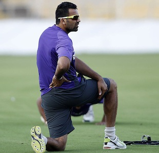 Zaheer Khan stretched during practice, Ahmedabad, November 12, 2012