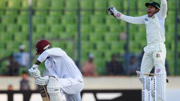 Mushfiqur Rahim appeals for lbw against Darren Sammy