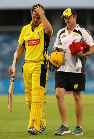 Mitchell Marsh walks off the field after suffering a hamstring injury, Western Australia v South Australia, Ryobi Cup, Perth, November 17, 2012