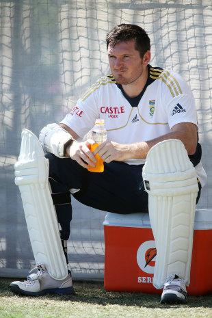 Graeme Smith take a break during practice, Adelaide, November 19, 2012