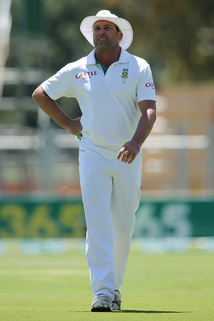 Jacques Kallis left the field due to injury, Australia v South Africa, 2nd Test, Adelaide, 1st day, November 22, 2012