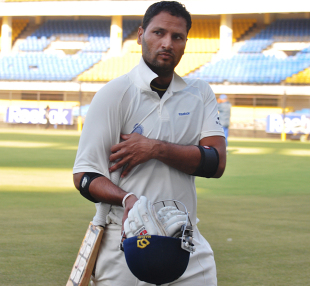 Devendra Bundela walks back, Rajasthan v Madhya Pradesh, Group A, Ranji Trophy, Jaipur, November 20, 2012